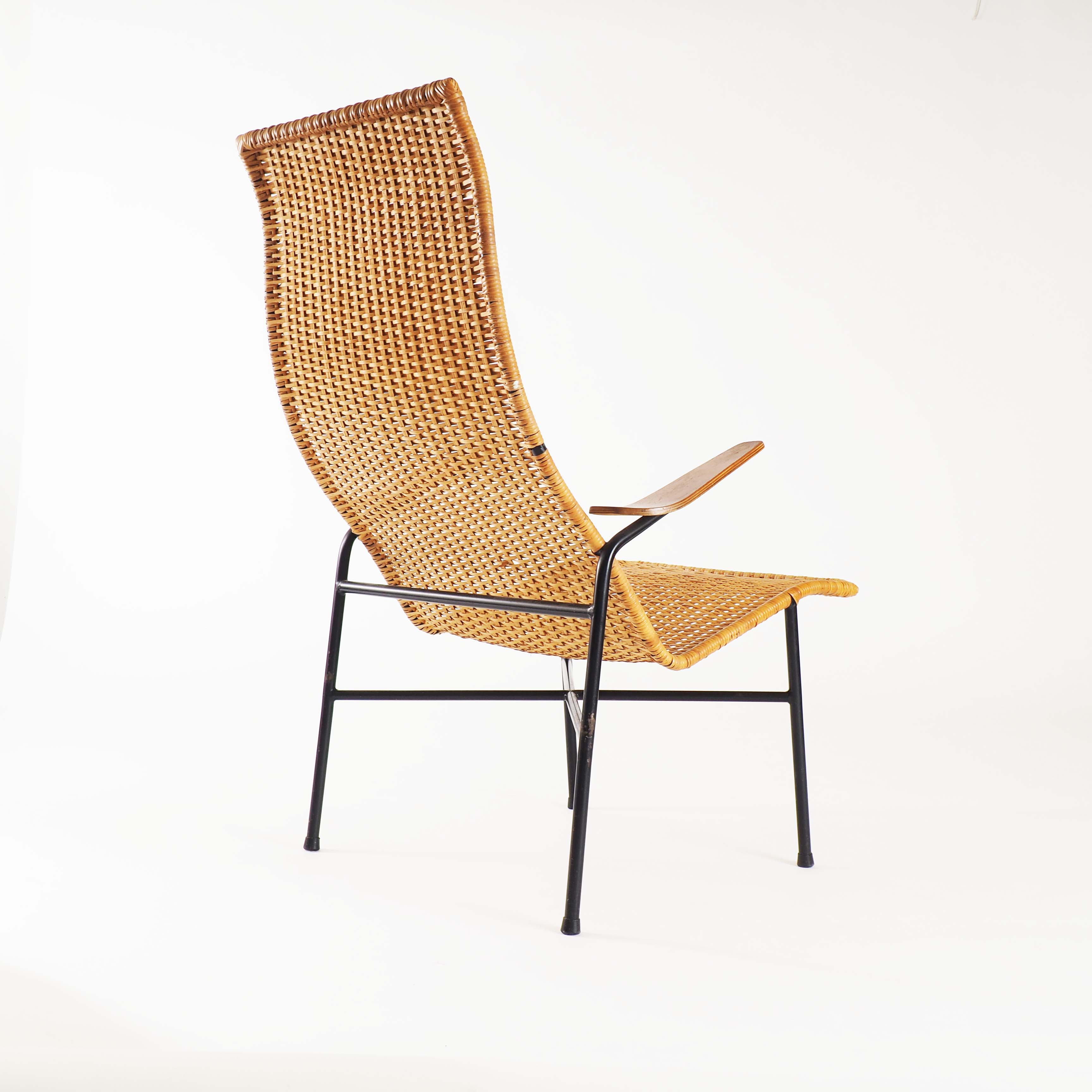 Lounge chair in rattan, teak and metal