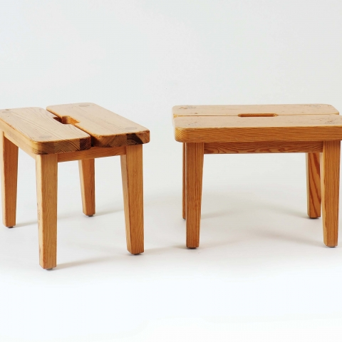 Pair of stools in pine